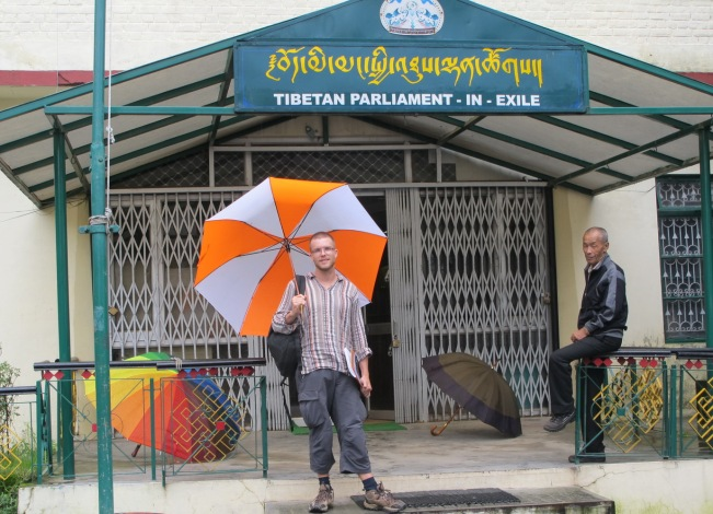 Tibet Meclisi'nin Önü