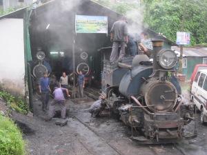 Buharlı trenimiz hareket öncesi hazırlıklarında