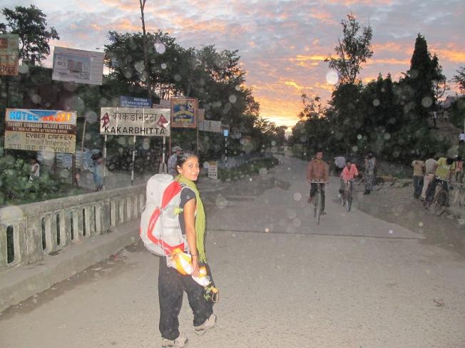 Sınırı geçerken... Biraz ilerisi Nepal.