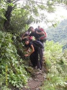 Kayanın öbür tarafına geçme çabalarımız... Bu arada kendi derdini unutup bizim fotoğraflarımızı çekmeye çalışan tırmanış grubu arkadaşımıza saygılar :)