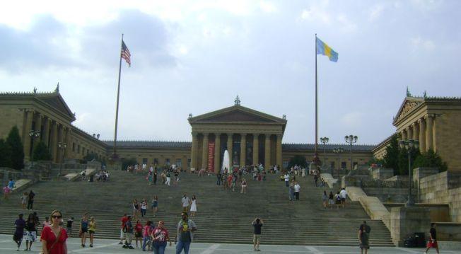Rocky'nin filmde koşarak çıktığı meşhur merdivenler-Aslında burası Arts Museum