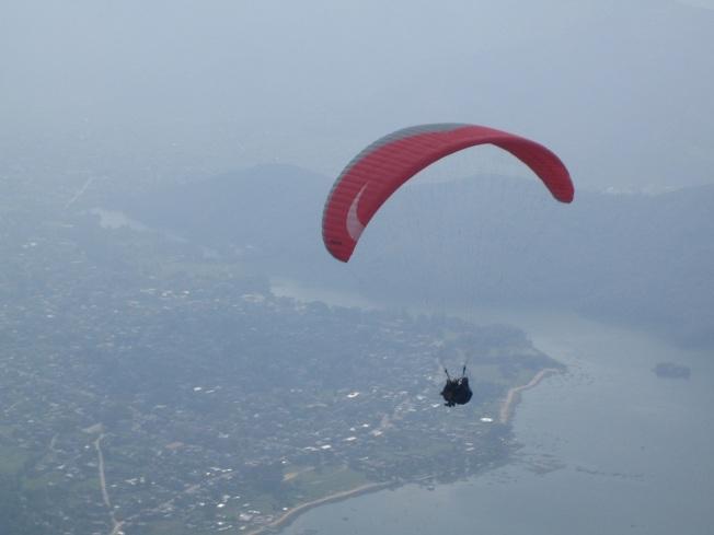 Pokhara Semalarında Yamaç Paraşütü