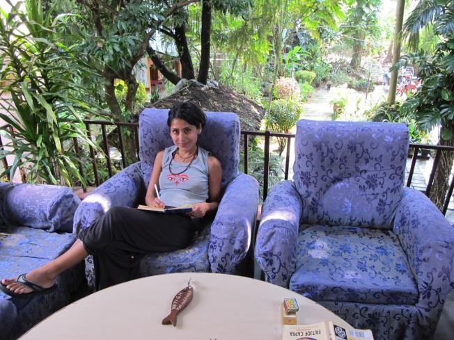 Yeti Guesthouse'un Bahçesinde Seyahat Günlüğümü Yazarken...
