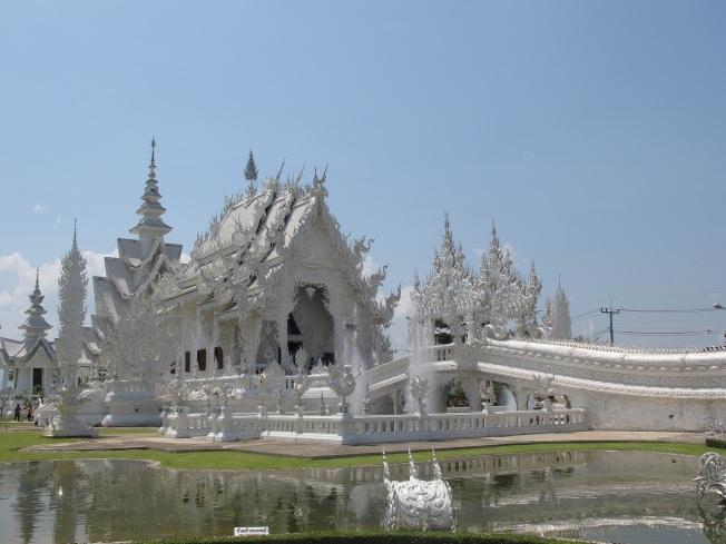 Chiang Mai'dan Laos sınırına giden yol üzerindeki Beyaz Tapınak
