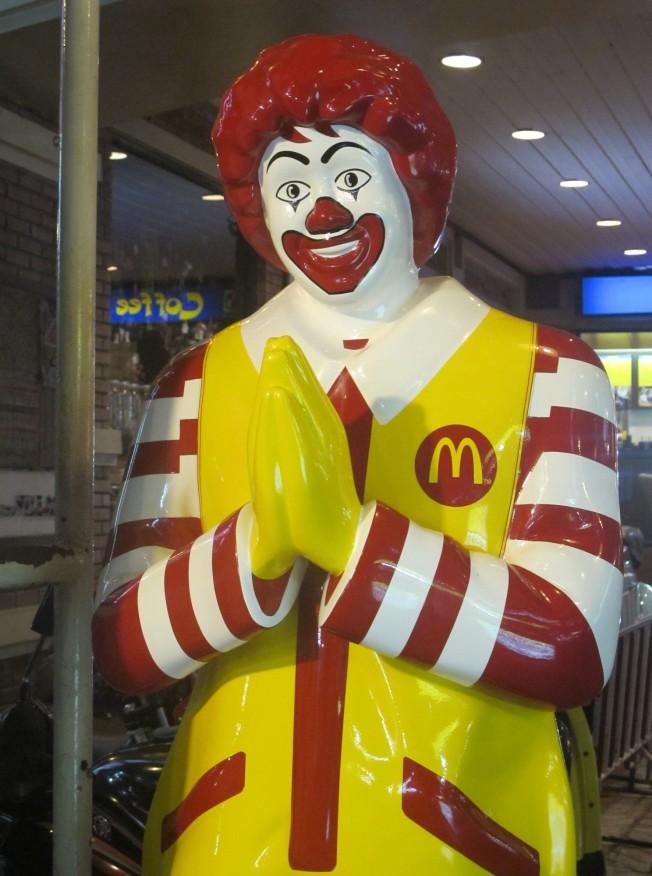 Thai gelenek ve göreneklerine uyum sağlamış McDonalds