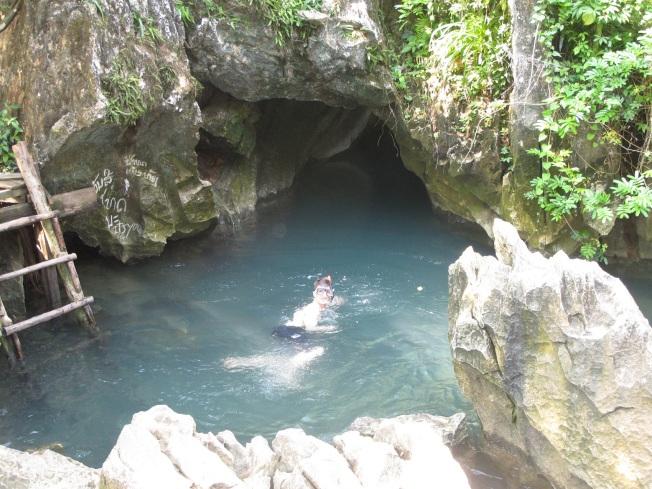 Mağara önündeki küçük doğal havuzlar için şnorkellerinizi yanınızda getirebilirsiniz