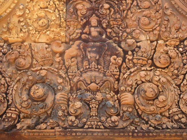 Banteay Srei'nin güzelim taş oymaları