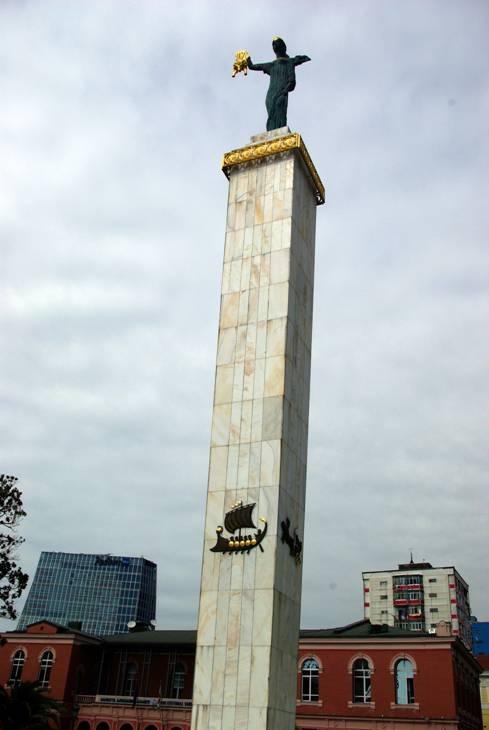 Özgürlük meydanındaki Medea Heykeli