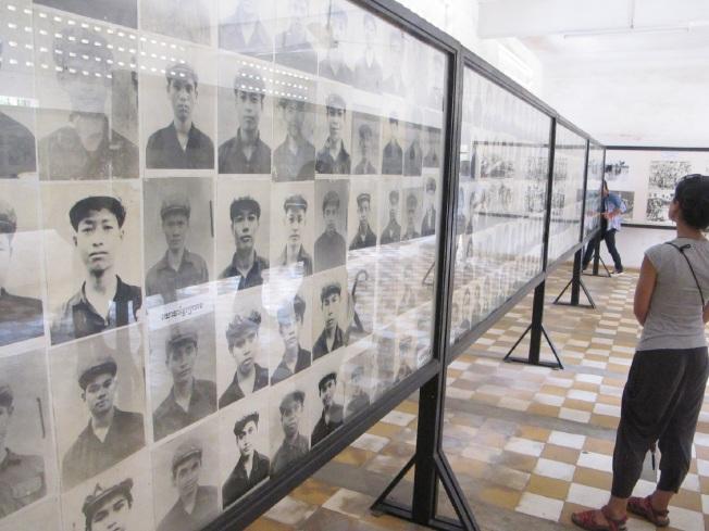 Tuol Sleng Hapishanesi'nde öldürülenlerin resimleri