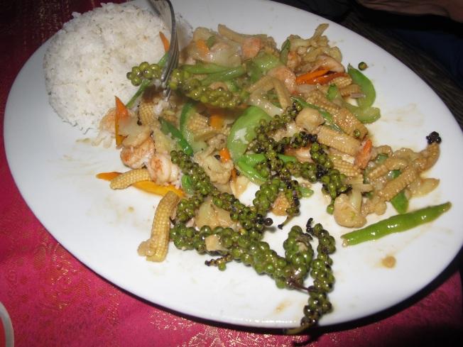 Kampot'un biberinin meşhur olduğunu ve Avrupa'ya bile ihraç edildiğini biliyor muydunuz? İşte Kampot biberi ile yapılmış bir Kamboçya yemeği