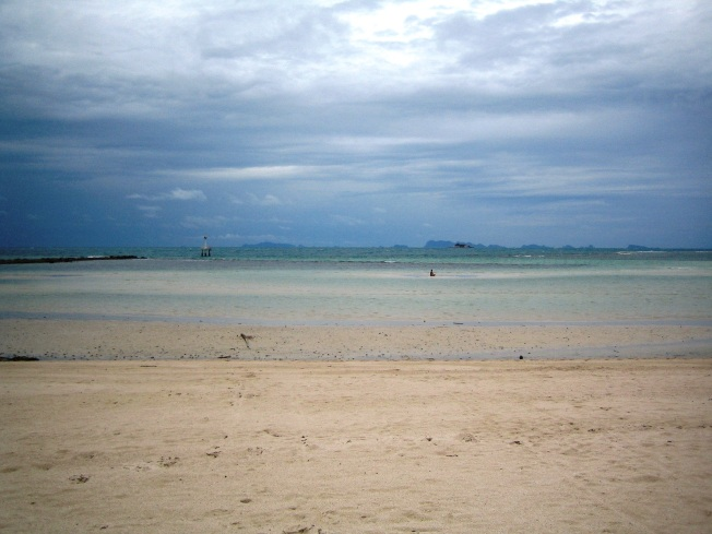 Huzurun resmi: Koh Phangan'ın mavi tonları... Dikkatli bakarsanız denizin ortasında meditasyon yapan birini görmek mümkün :)