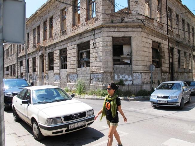 Savaşta yıkılmış binalar...