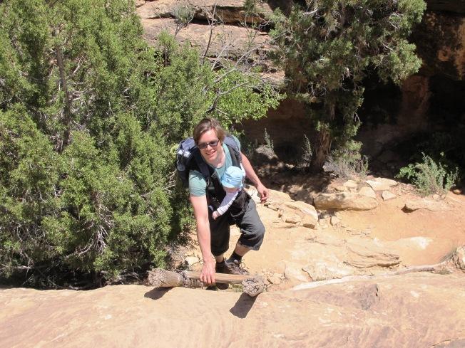 Kanguru, tırmanma gerektiren doğa yürüyüşleri için çok pratik bir çözüm.