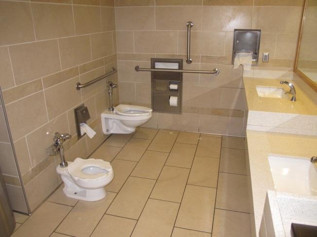 Salt Lake City`de bir aile tuvaleti. Gördüğünüz gibi her şeyin bir boy küçüğü de çocuklar için yapılmış. ayrıca bir de bez değiştirme odası ve emzirme odası mevcuttu.