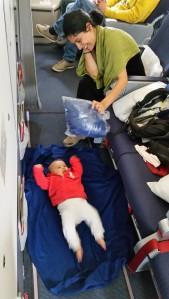 Bebek pusette yatmaktan sıkılınca, alternatif çözüm bulduk :)