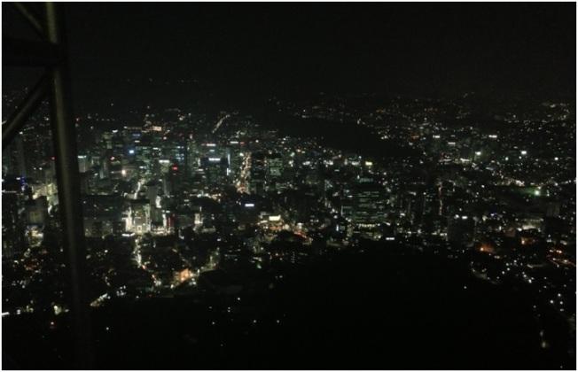N Tower'dan gece görünen Seul manzarası