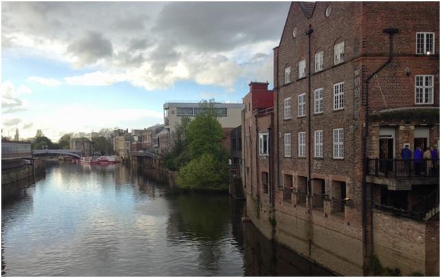 York içinde Ouse ve Foss nehirleri kıvrıla kıvrıla gidiyor