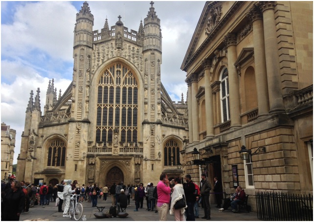 Bath Abbey – Merkezdeki büyük ve mutlaka içinin de görülmesi gereken 500 yıllık katedral