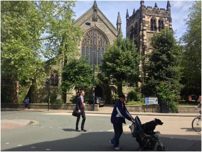 Pazartesi sabahı Derby – Katedral ve köpeğini gezdiren amca