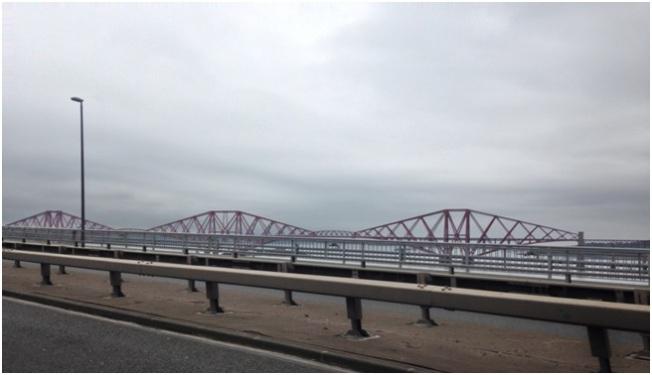 Kuzeye doğru giderken geçtiğimiz meşhur Forth Rail Köprüsü