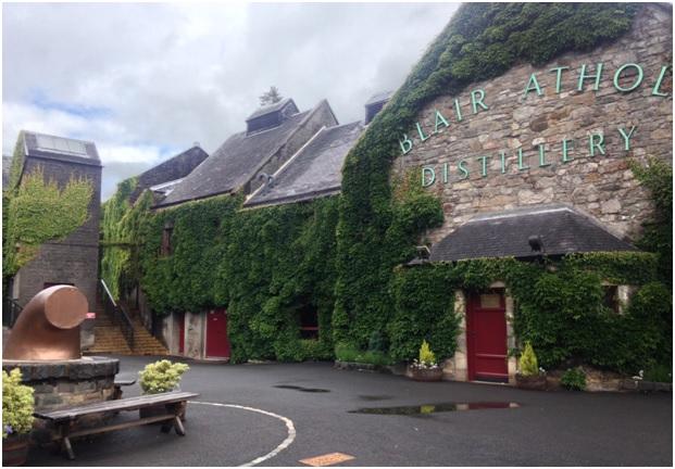 Yeni viski meraklıları olarak yolumuz üzerindeki Blair Athol Distillery'yi ve Dalwhinnie Distillary'yi de atlamadık tabi ki :)