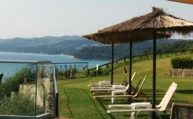Afytos Aegean Blue Studios'ta kahvaltı manzaraları