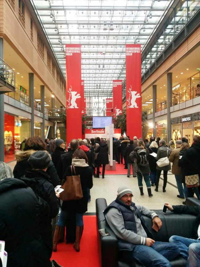 Berlinale ön satis kuyrugu saat 7 bucuk