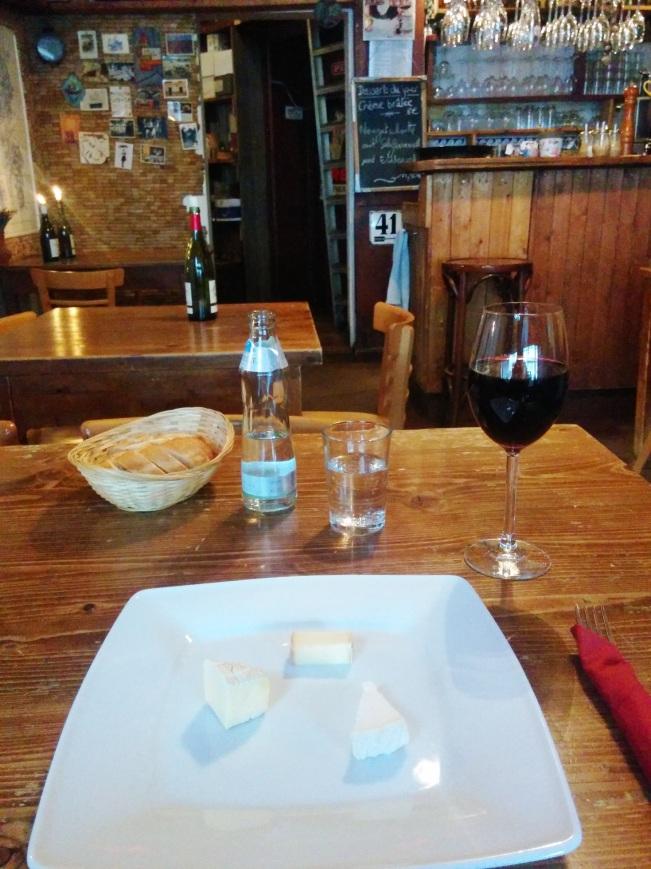 Benim için bir Berlinale klasiği: Generation filmi üstü Chez Maurice'te kırmızı şarap ve peynir