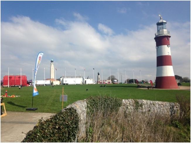 Hoe Deniz Feneri – Smeaton's Tower diye geçiyor. 2 pound verirseniz içine girip yukarı çıkabiliyorsunuz.
